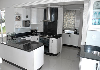 Kitchen remodeling renovations in cape town cpt builders for Built in kitchen cupboards for a small kitchen